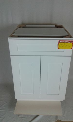 White Shaker Style Kitchen Cabinet for Sale in Chantilly, VA