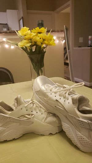Gently used creame huaraches for Sale in Fairfax, VA