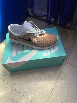 Men Nike shoe size 9 1/2 for Sale in Baltimore, MD