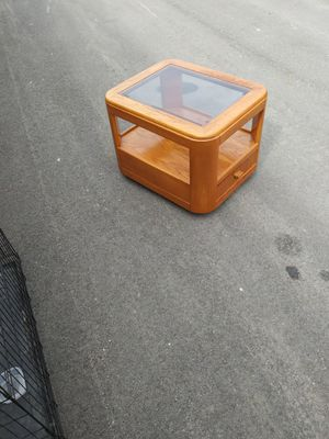GLASS TOP END TABLE for Sale in Franklin, IN