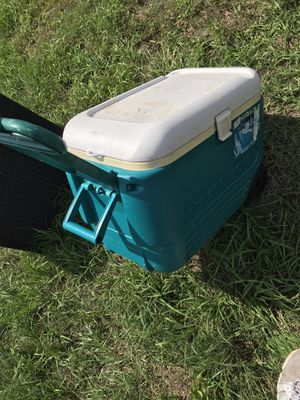 Cooler with wheels rolling long handle ice cooler for Sale in Cape Coral, FL