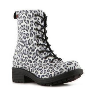 New 8.5 Women's Leopard Boots with Zipper for Sale in Woodbridge, VA