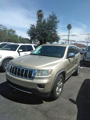 2011 jeep grand Cherokee HEMI 🚆 starting at $999 down payment 🚆 easy financing 🚆 aqui su amigo jesus les ayuda for Sale in Glendale, AZ