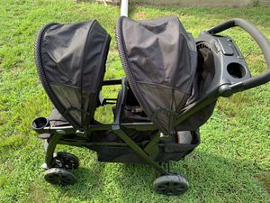 Chicco Double Stroller for Sale in Mystic Islands, NJ