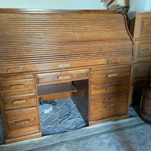 Nice Large Roll Top Desk for Sale in San Marcos, CA