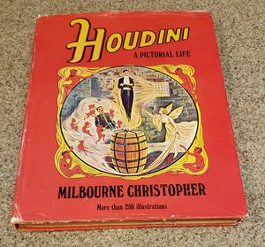 Harry Houdini A Pictorial Life Hardcover by Christopher Milbourne for Sale in Las Vegas, NV
