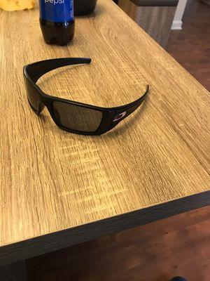 Oakley sunglasses for Sale in Fort Leonard Wood, MO