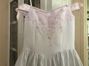 Flower girls dress/ vestido de fiesta para niña/ zise 12-14 for Sale in Durham, NC