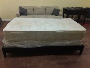 Twin bed in very good condition for Sale in Naperville, IL