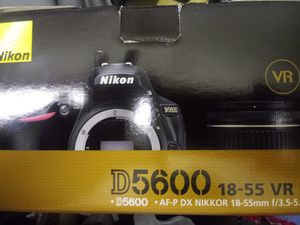 Nikon camera d 5600 18-55 dr for Sale in Los Angeles, CA