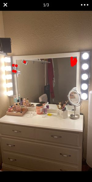 MAKEUP VANITY WITH MIRROR for Sale in Fremont, CA