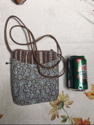 Small vintage cross body fabric purse 👜 for Sale in Rancho Cucamonga, CA