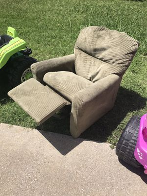 Kids chair $25. Firm for Sale in Arlington, TX