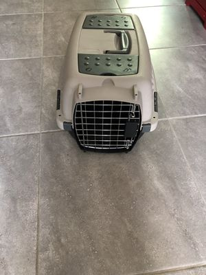 Small dog crate. for Sale in Elk Grove, CA