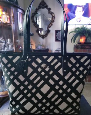 Michael Kors, Marc Jacob's and other top designers handbags, wallets, sunglasses, shoes, etc ! for Sale in Garden Grove, CA