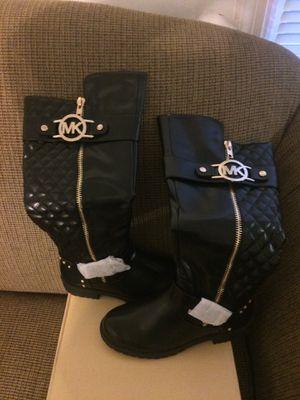 Michael kors size 8 for Sale in Manassas, VA
