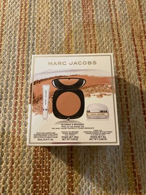 MARC JACOBS Blurred and Bronzed Set for Sale in San Diego, CA