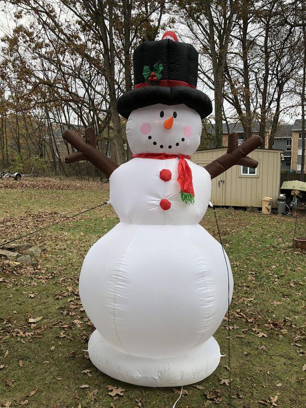 Animated Christmas inflatable 9 ft. Tall $80