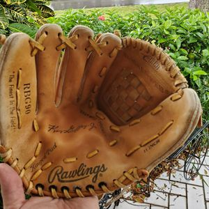 RAWLINGS LEFTHAND THROW 11 INCH KEN GRIFFY JR SIGNATURE YOUTH BASEBALL GLOVE GRAINED COWHIDE / # RBG90 for Sale in Boca Raton, FL