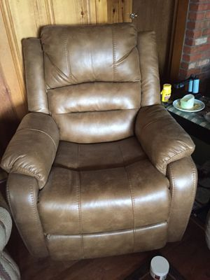 Lazy boy lift chair,leather for Sale in Young, AZ