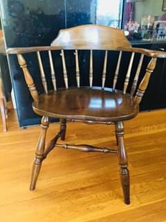 Antique wood strong Captain chair, Great Condition for Sale in Elizabethton, TN