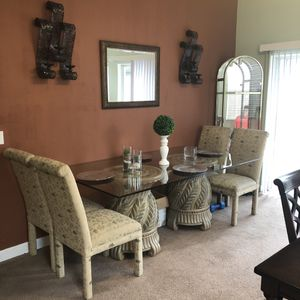 Glass kitchen table and. 4 chairs for Sale in Kissimmee, FL