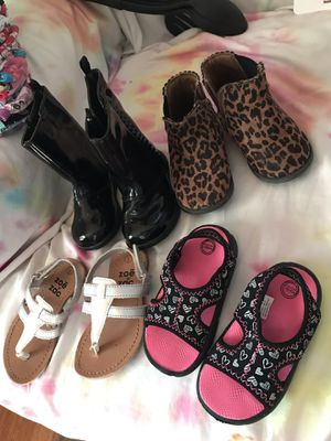 Size 6 toddler girl shoes for Sale in Rock Island, IL