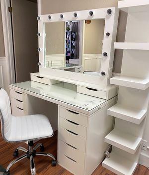 Makeup vanity for Sale in Fresno, CA