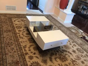 Madilynn Coffee Table with storage for Sale in Lewis Center, OH