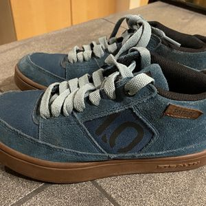 Five Ten Spitfire Shoes - Youth 4 for Sale in Bothell, WA