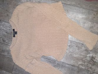 Medium Sized Cropped Wear for Sale in Prineville,  OR