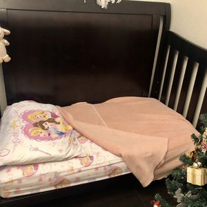 Crib & Dresser with changing Table Top for Sale in Glendale, AZ