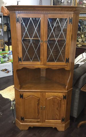 Ethan Allen Heirloom Solid Maple Corner China Cabinet 10-9046 Nutmeg Finish for Sale in Southfield, MI