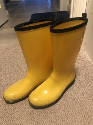 Women's size 9 yellow kamik rain boots for Sale in Las Vegas, NV