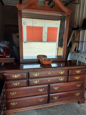 QUALITY SOLID WOOD BUG DRESSER 9 DRAWERS WITH BIG MIRROR ALL DRAWERS SLIDING SMOOTHLY EXCELLENT CONDITION for Sale in Fairfax, VA