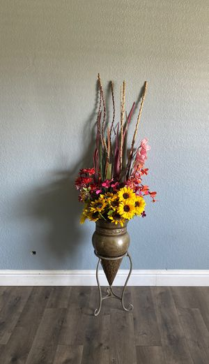 Flower decoration vase and arrangement for Sale in Tulare, CA