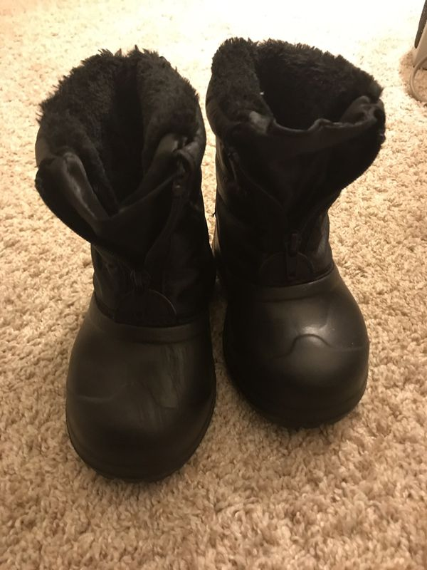 Kids snow boots size 8