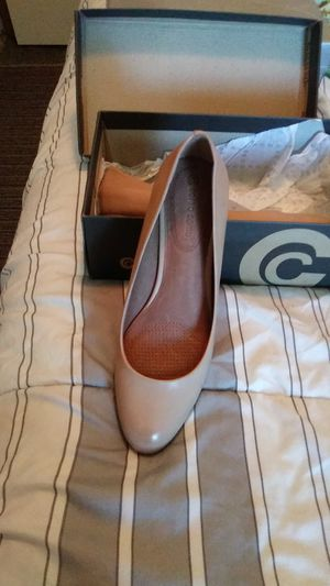 Brand New Kitty Heels. Size 91/2. I have a Tan Pair and a Black Pair Both for 40 will take 35 for Sale in Tacoma, WA