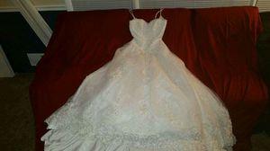 Beautiful wedding dress. Never worn for Sale in Manassas, VA
