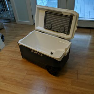 Igloo Cooler - 90 Quarts - Like New for Sale in Seattle, WA