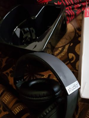 Beats by Dre Studio 3 wireless bluetooth headphones - Matte Black for Sale in Seattle, WA