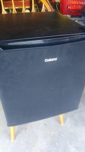 Galanz mini fridge for Sale in Affton, MO