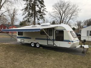 27 Foot Camper / RV with Title in Hand for Sale in Hartford, CT