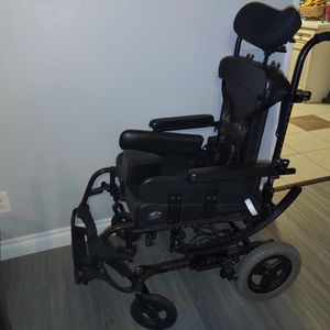 Free Quickie Wheelchair for Sale in Lake Hughes, CA