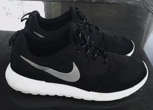 Men's Nike Roshes shoes size 9.5 for Sale in San Jose, CA