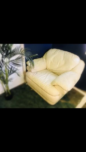 Ivory couch and chair for Sale in Fort Meade, FL