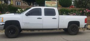 08 chevy silverado 2500hd for Sale in Jurupa Valley, CA