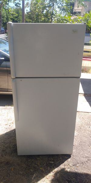 Whirlpool Small fridge works Great 👍 for Sale in Stockton, CA