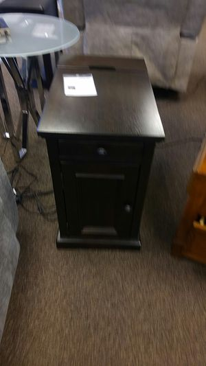 GREAT END TABLE W/PWR AND USB OUTLETS for Sale in Portland, OR