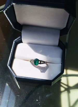 10K Women's Size 6 Oval Green Emerald Stone Silver Ring for Sale in Pineville, NC